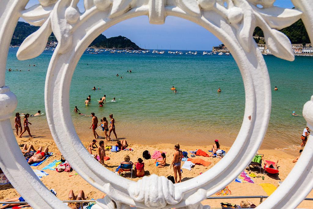 Mañanita de baños... Playa de la Concha, 2014 ©Flivillegas