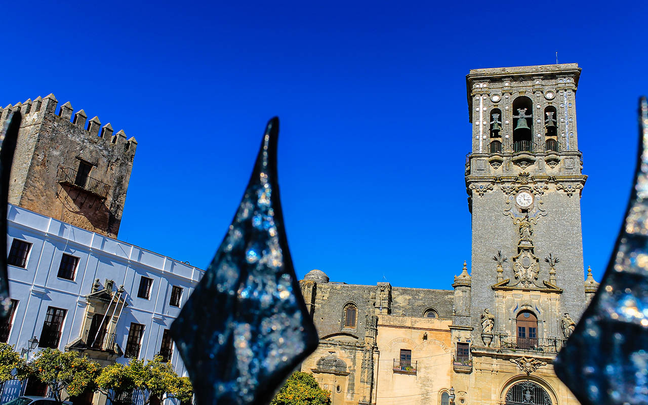 Basílica de Santa María de la Asunción y torre del Castillo