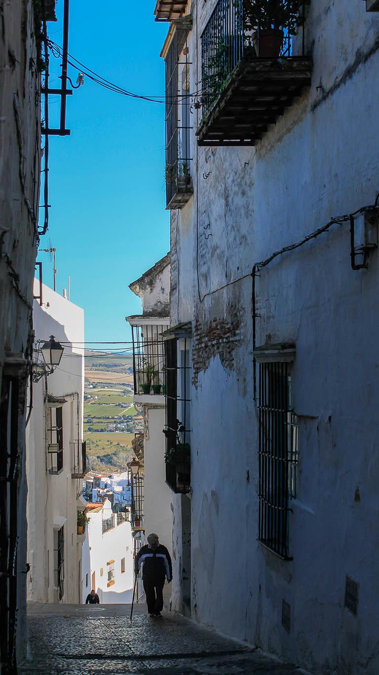 Calleja de pueblo blanco. Arcos de la Frontera, 2015 ©Flivillegas