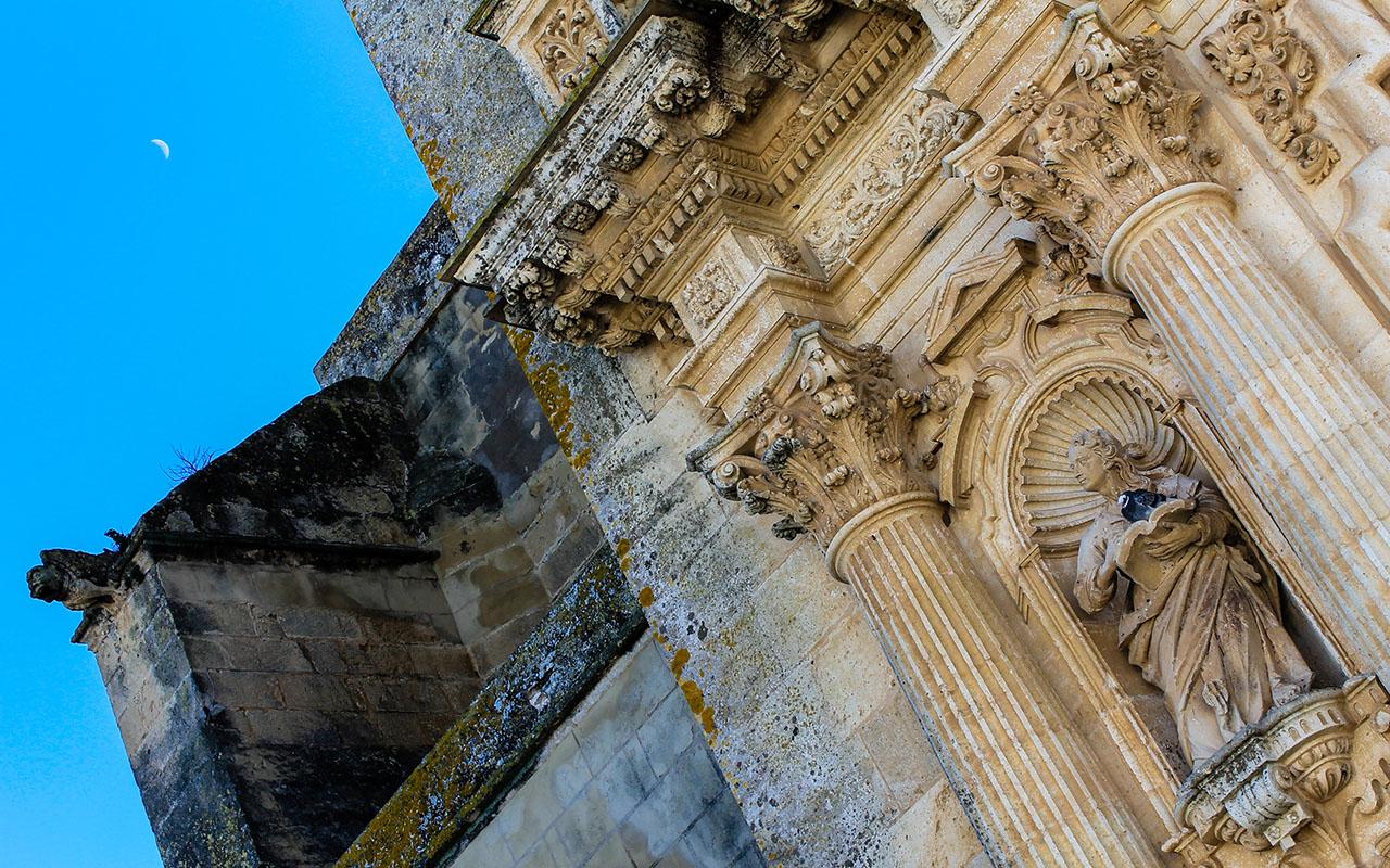 Detalle de la fachada de la Iglesia de San Pedro