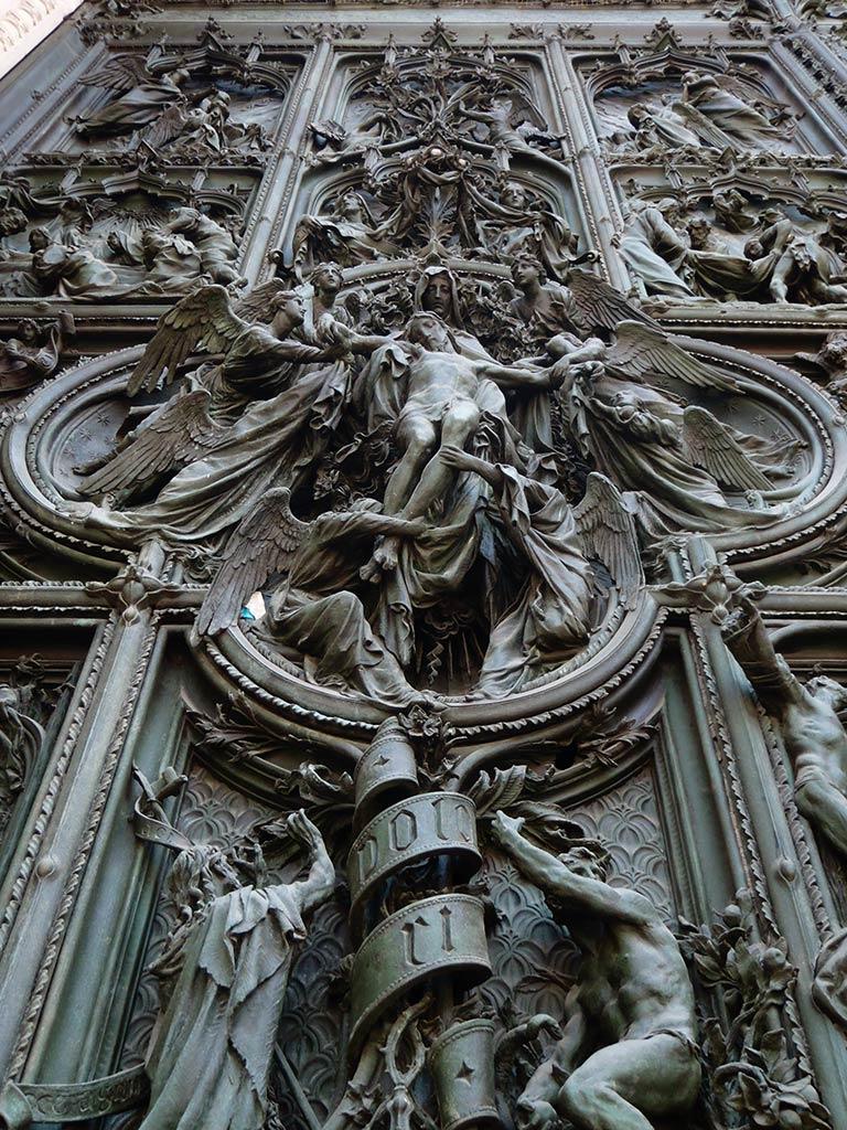 Detalle de la Puerta del Duomo di Milano