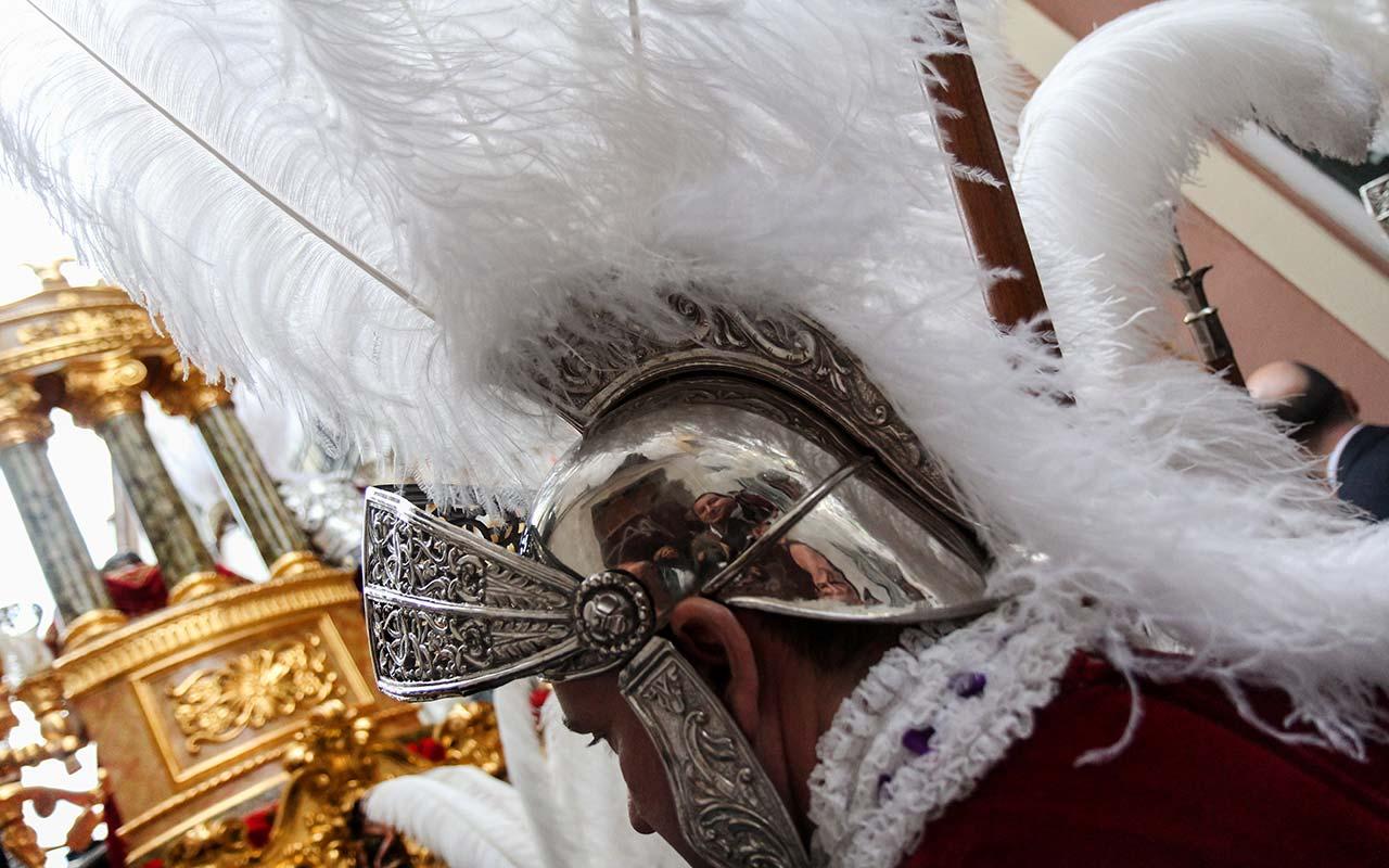 Autorretrato con armaos. Sevilla, Viernes Santo, 2012 ©Flivillegas