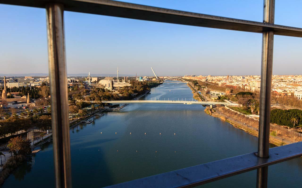 Panorámica desde la Torre Schindler con los puentes de la Barqueta y Alamillo