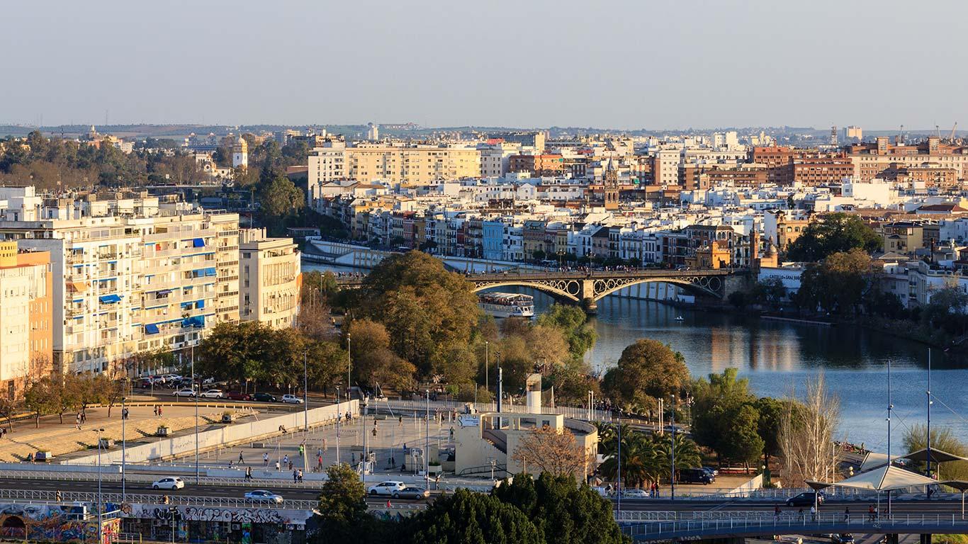 Entre Sevilla y Triana. 2014 ©Flivillegas