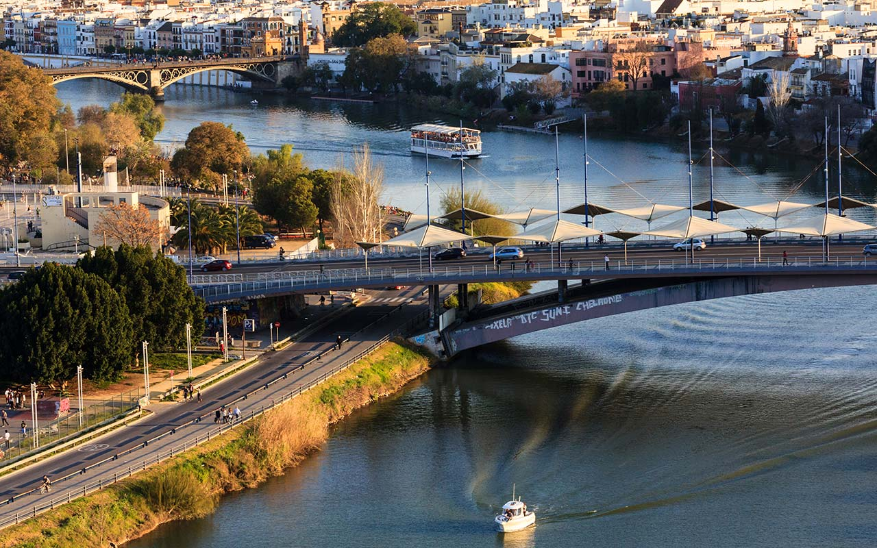 Gualdalquivir desde la Torre Schindler con el puente de Triana