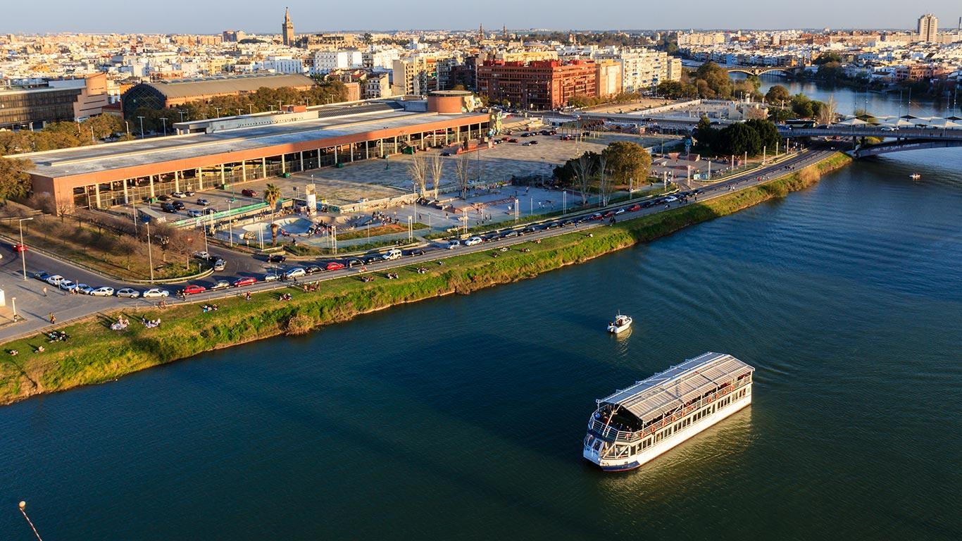 Panorámica desde la Torre Schindler con el río Gualdalquivir y Sevilla con la Giralda