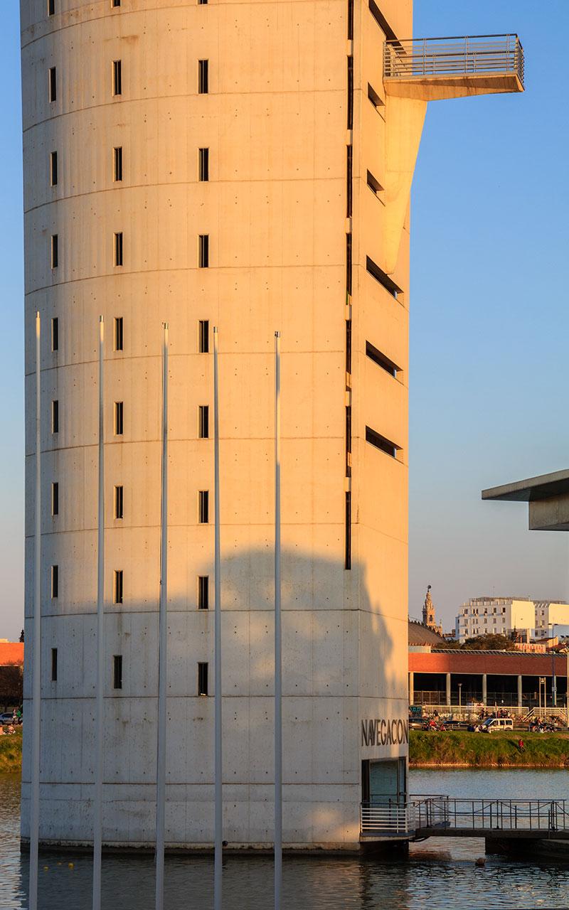 Torre Schindler con la Giralda al fondo