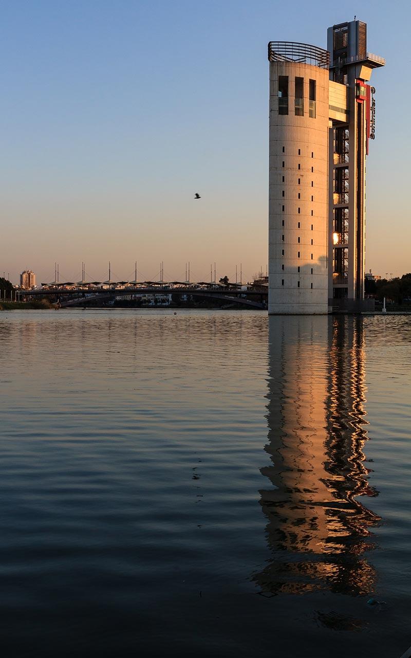 Atardecer con la Torre Schindler en La Cartuja