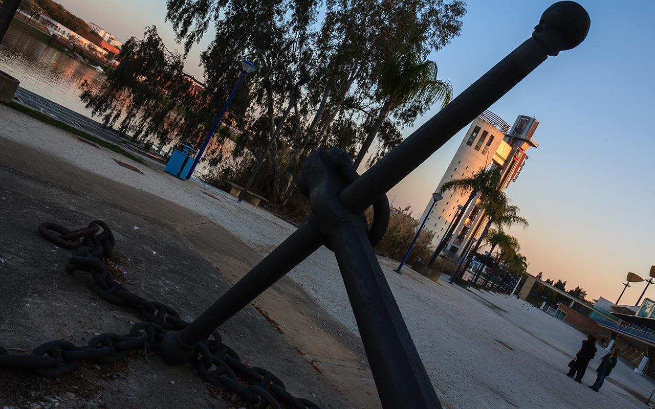 Anclada a La Cartuja. Torre Schindler, Sevilla, 2014 ©Flivillegas
