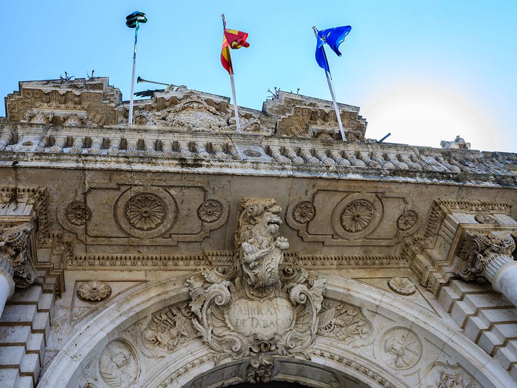 Acceso al Rectorado de la Universidad de Sevilla