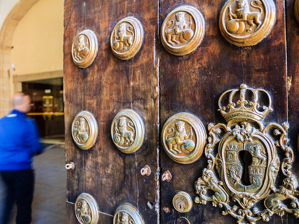 Puerta de acceso al Rectorado de la Universidad de Sevilla y antigua Fábrica de Tabacos