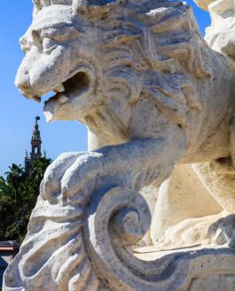 El león come Giraldas