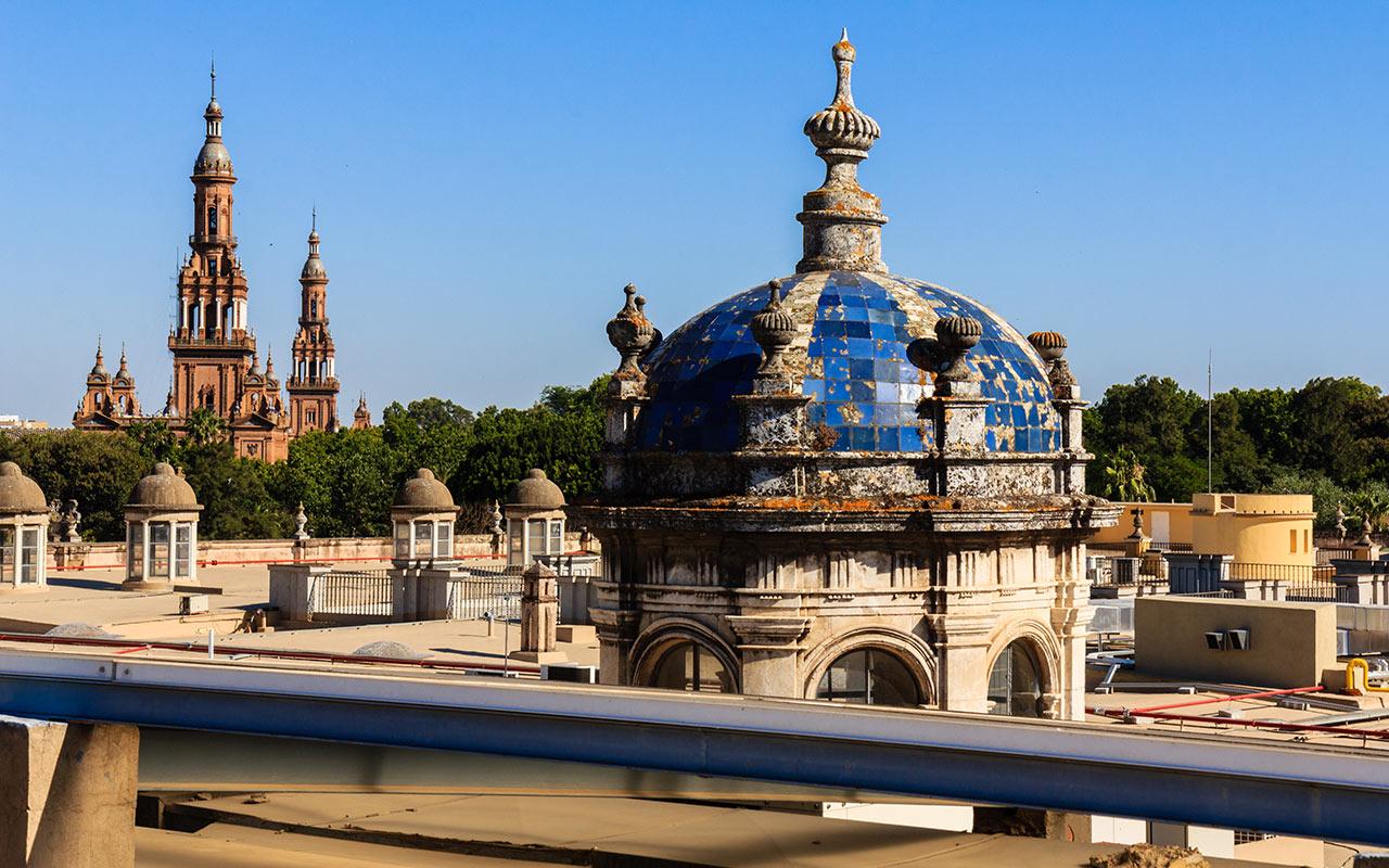 Torres de la Plaza de España desde la cubierta de la Fábrica de Tabacos y Universidad de Sevilla