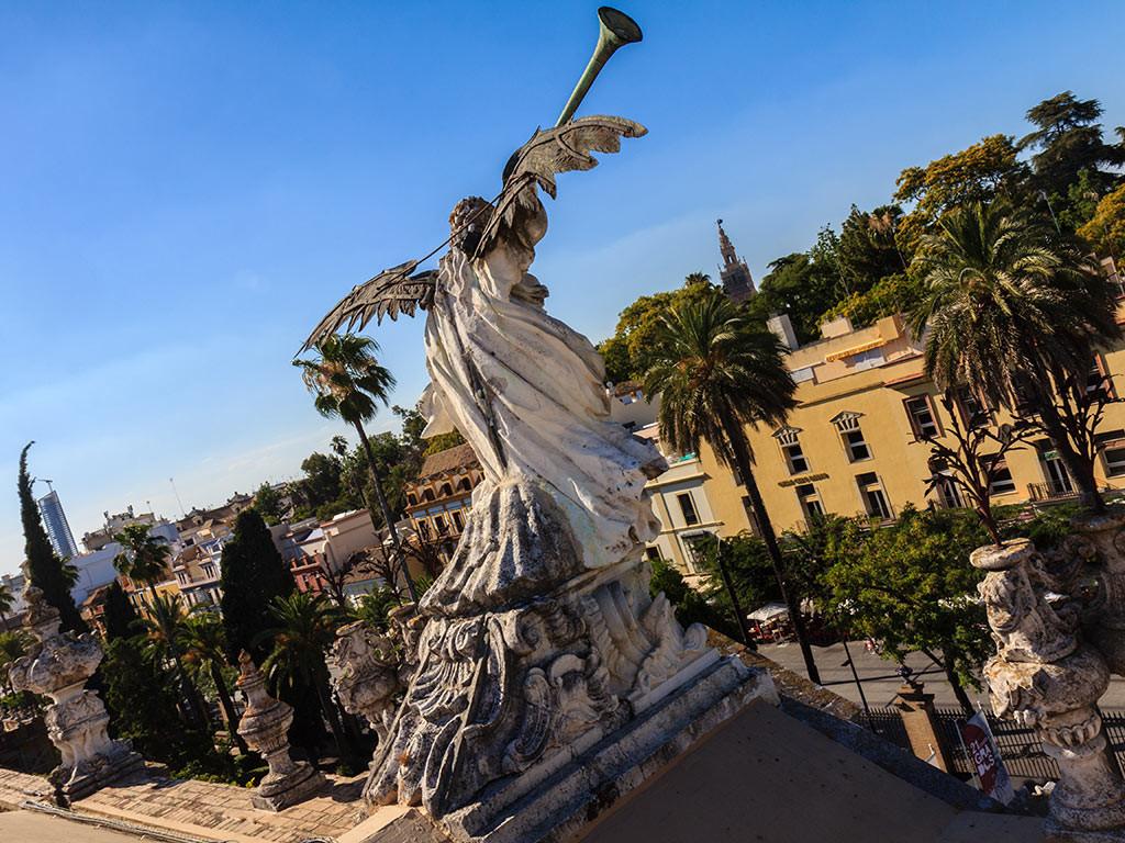 Panorámica de Sevilla con la Torre Cajasol, la Giralda y la Fama