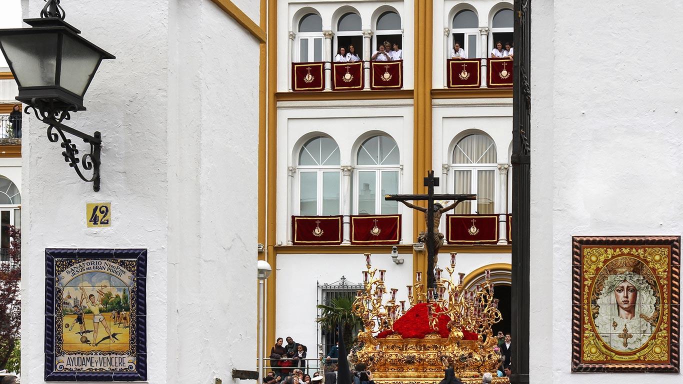 Saciando la Sed de los enfermos. Sevilla, Miércoles Santo, 2012 ©Flivillegas