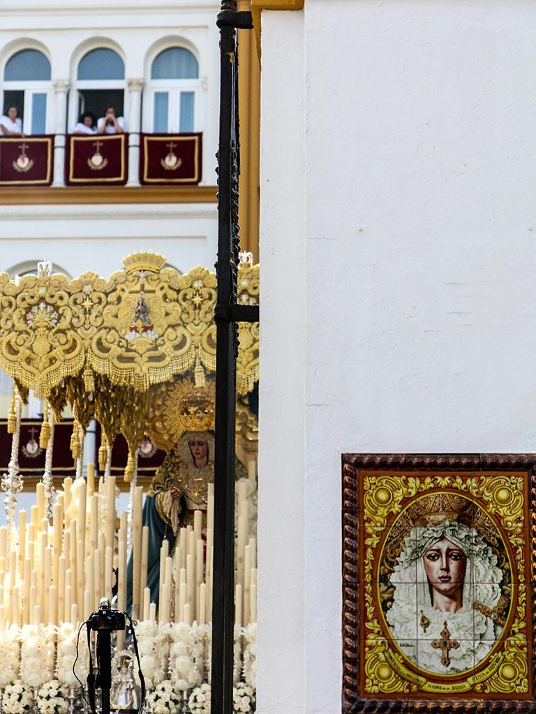 Consolando a los afligidos. Sevilla, Miércoles Santo, 2012 ©Flivillegas