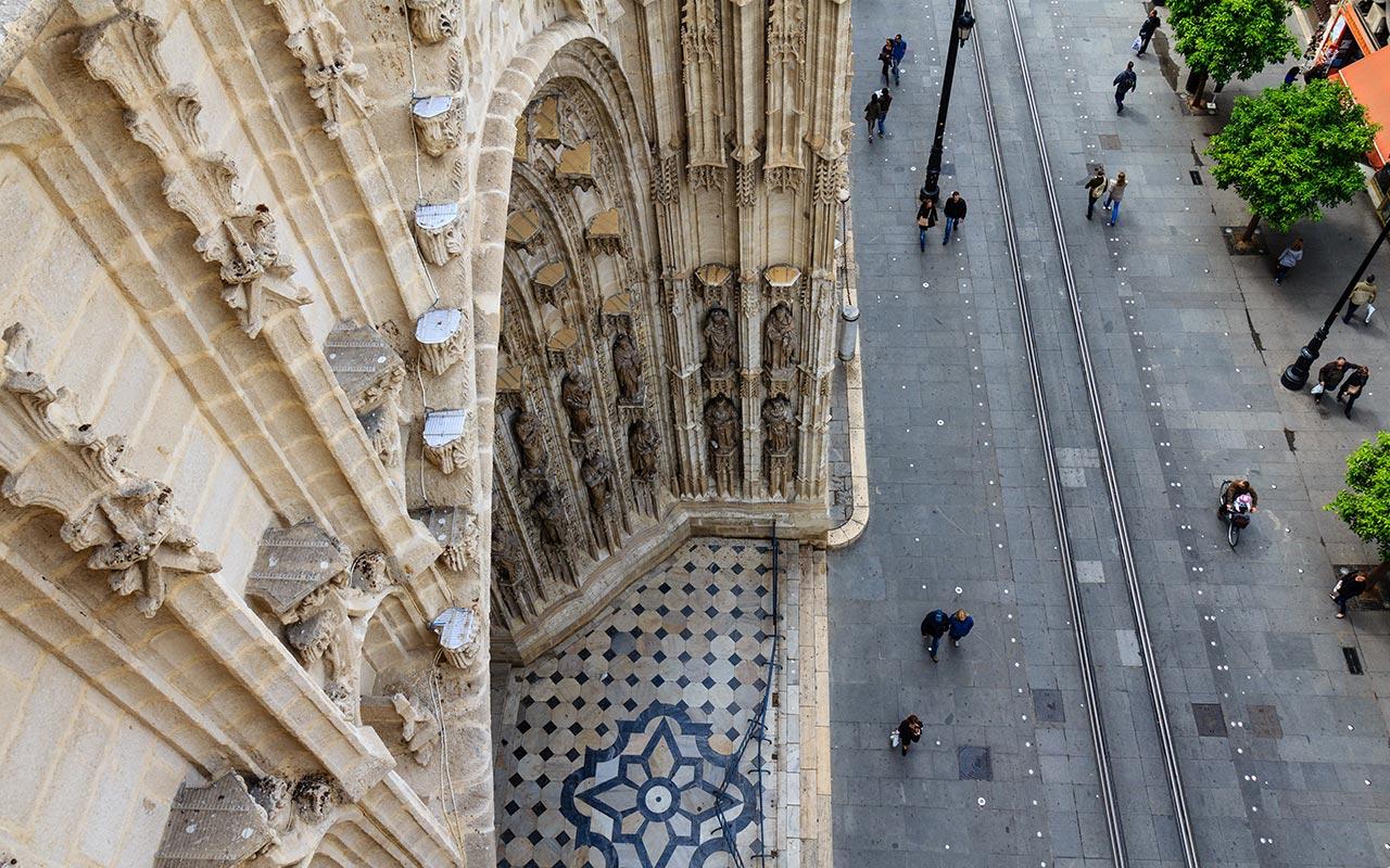 Montaña hueca con Avenida. Catedral de Sevilla, 2012 ©Flivillegas