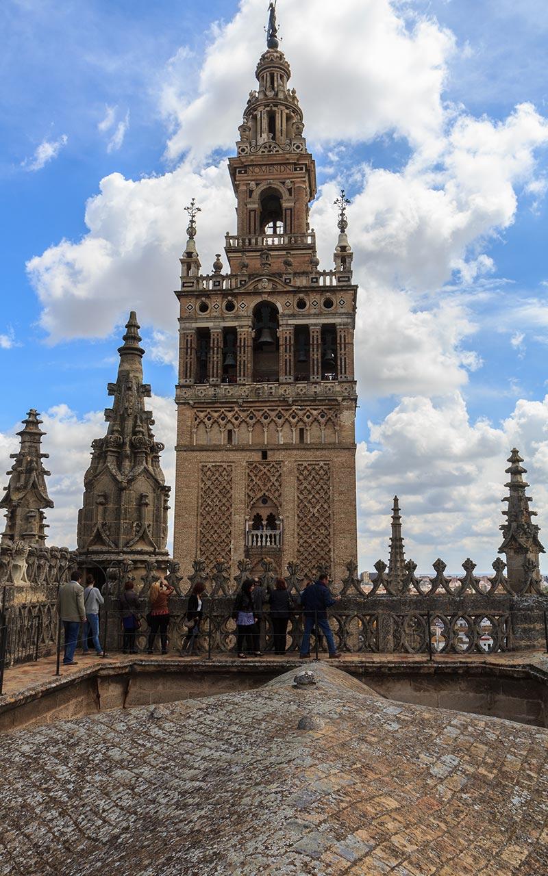 Y de repente, la Giralda. Catedral de Sevilla, 2012 ©Flivillegas