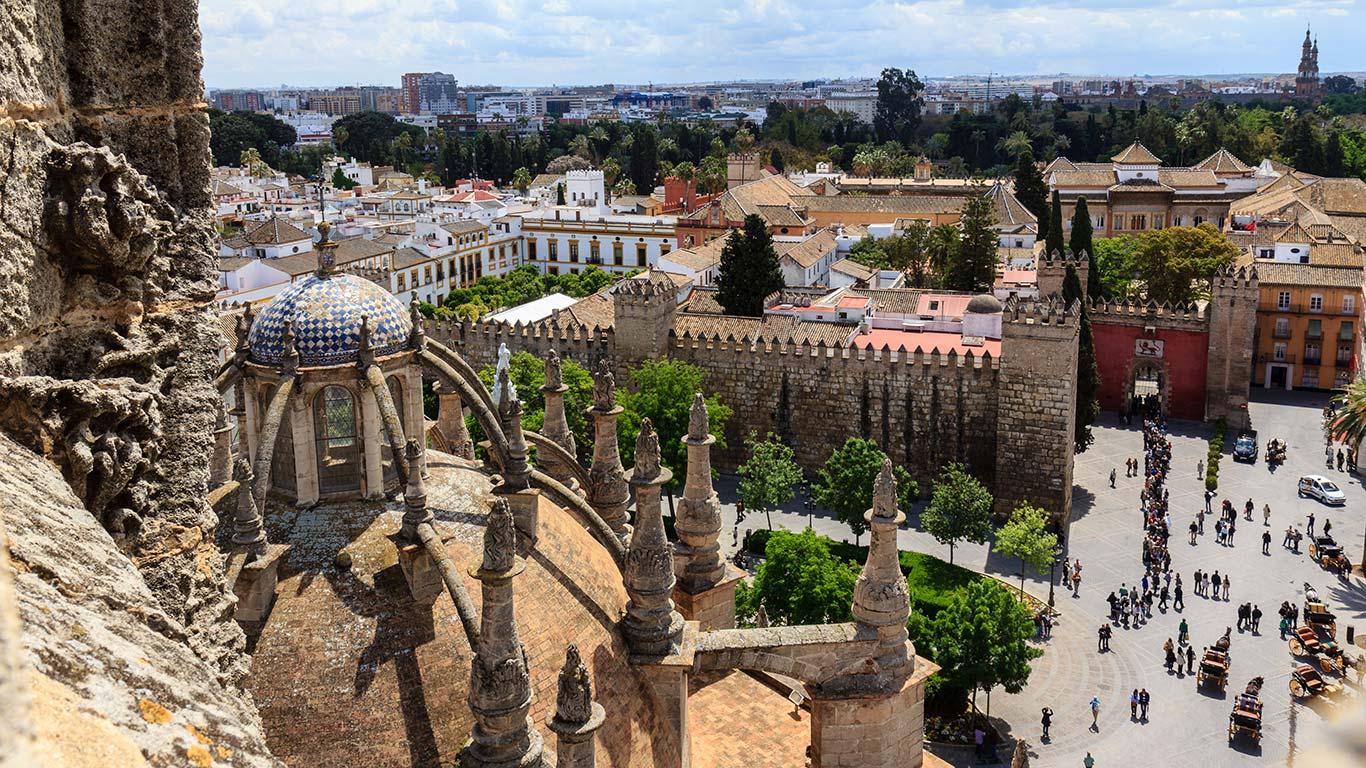 Plaza del Triunfo, Real Alcázar y Archivo de Indias desde las cubiertas