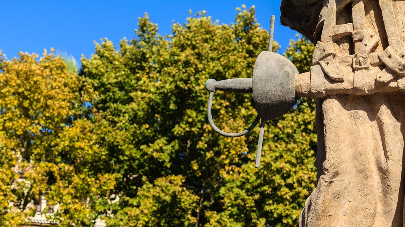 Detalle de la escultura de los Ilustres en el Palacio de San Telmo
