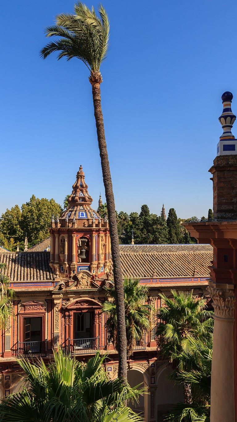 Vista de una de las torres del palacio
