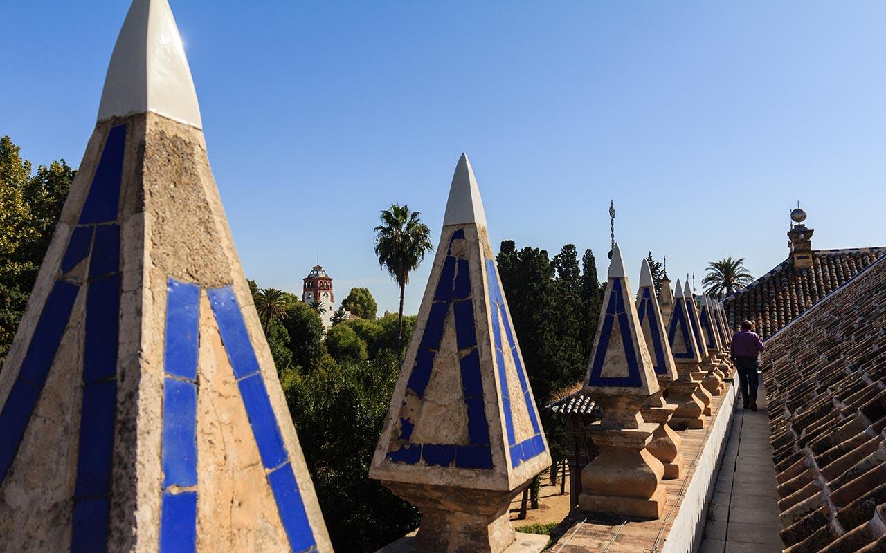 Los pináculos del palacio. Sevilla, 2014 ©Flivillegas