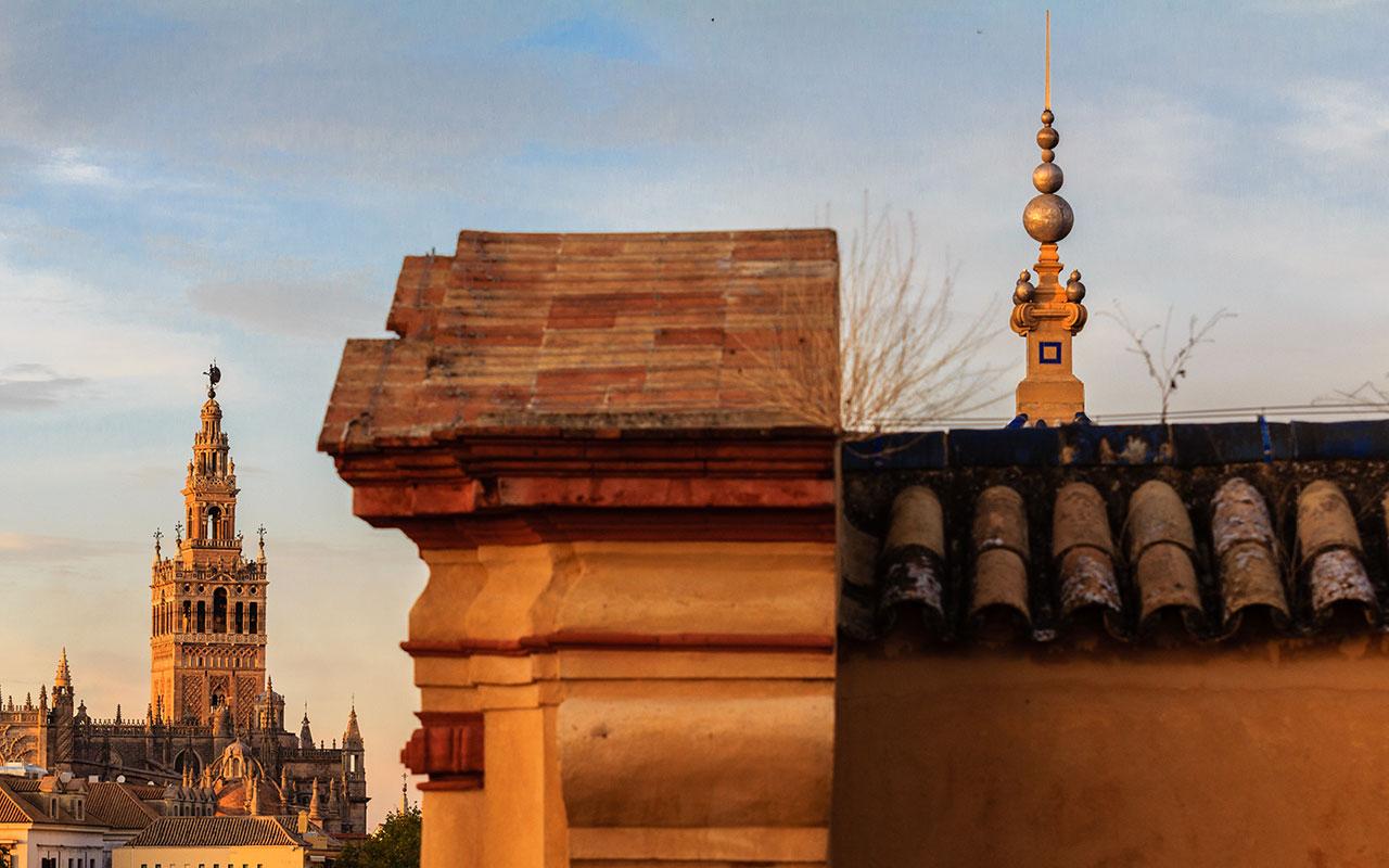 Giralda desde las cubiertas del palacio