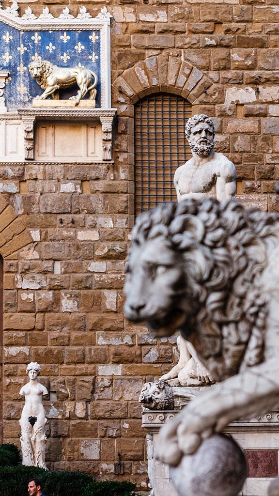Entre leones. Florencia, 2015 ©Flivillegas