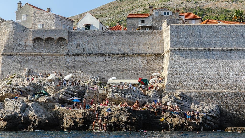Acantilado con turistas. Dubrovnik, 2012 ©Flivillegas