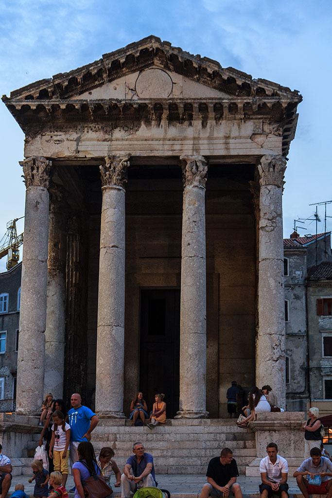 Templo romano, ágora turística. Pula, 2012 ©Flivillegas