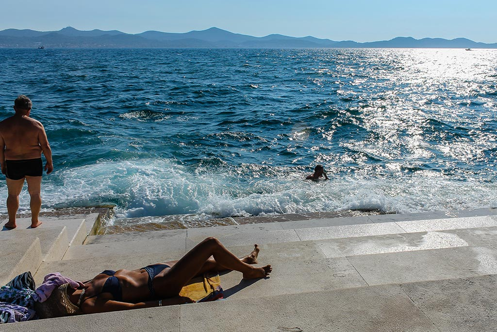 Baño de sol en Zadar. 2012 ©Flivillegas